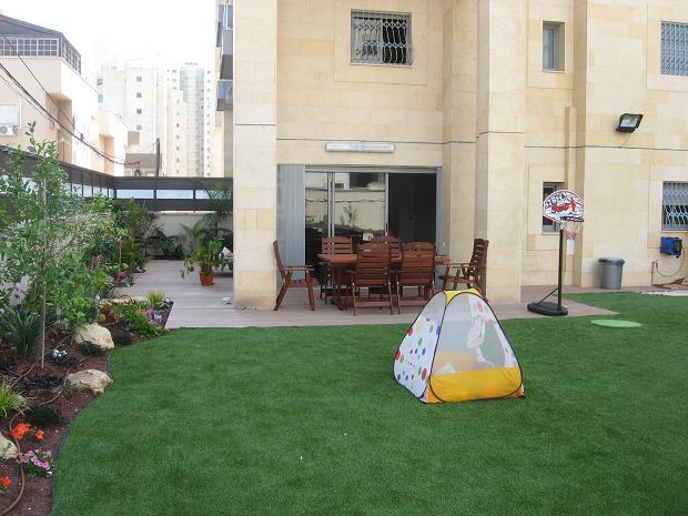 עיצוב גינה לדירת גן פרטית בבניין גבוהה