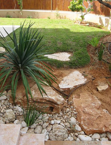 סלעים אבני מדרך חלוקי נחל וטופוגרפיה