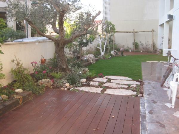 דק ועיצוב פרטית דירת גן גינה גדולה