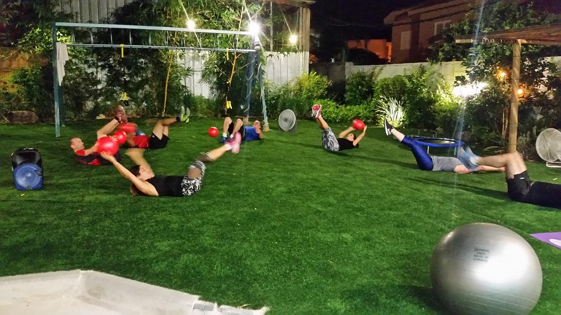 דשא כיפי עם אנרגיית גינון ופנג שואי