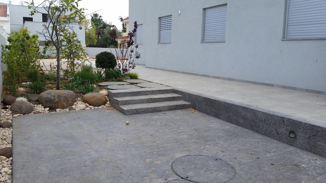 עוד מדרגות לדייר הפנימי קטנות בגובה