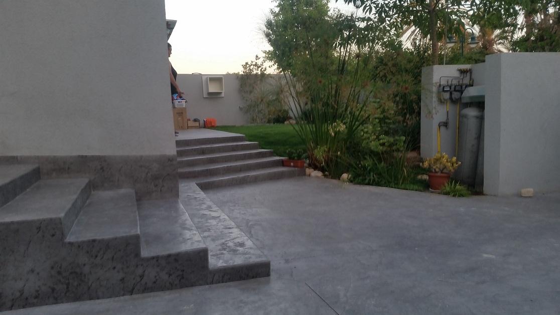 מדרגות לכל דייר וכניסה חשוב להזמנות מכל מקום